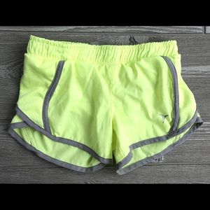 ⭐️ Active shorts girls size S(6/7)
